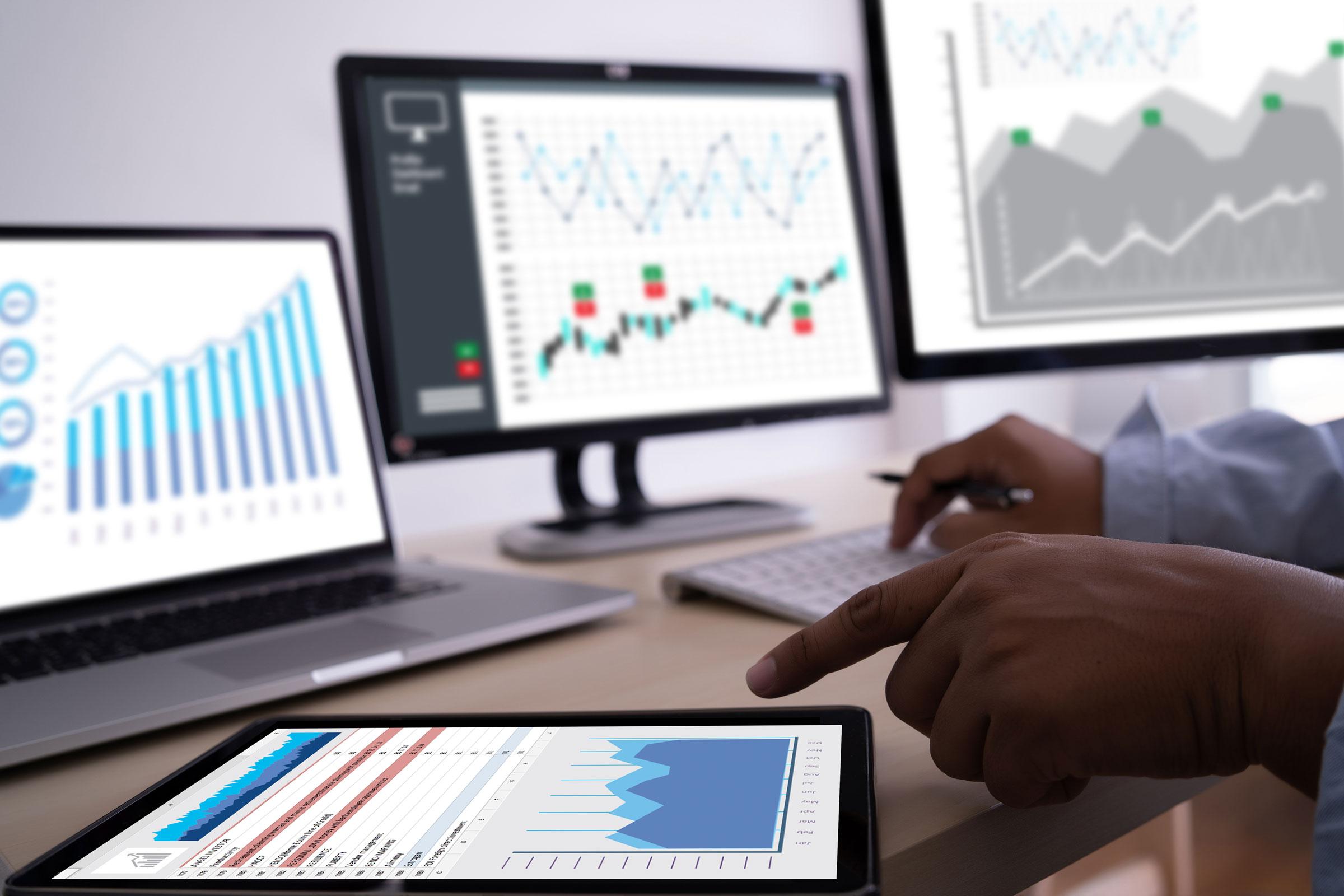 Individuelle Website von Office Alpha auf Bildschirm
